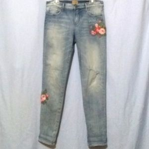 EUC Driftwood FP Boho Embroidered Jeans